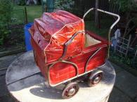 Kočár kočárek pro panenku červený retro starožitný