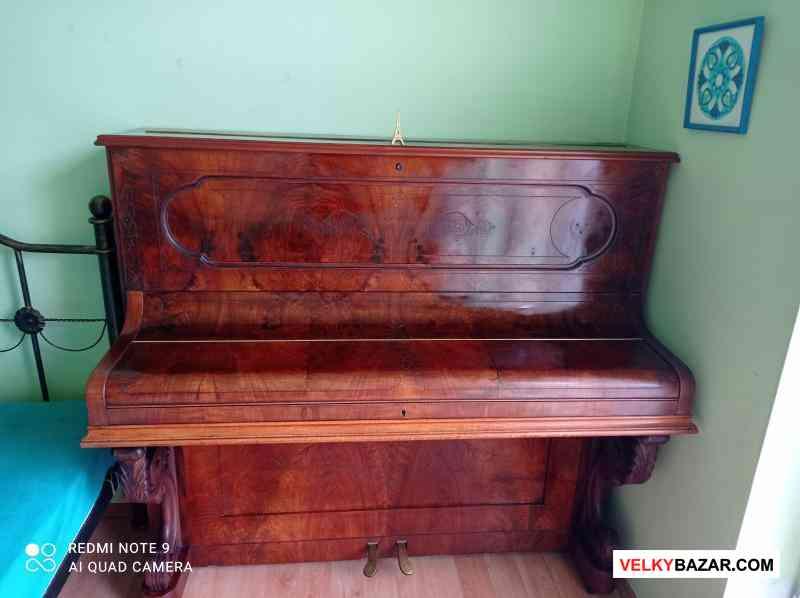 Nádherné starožitné pianino z roku 1850 (1/3)
