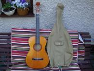 Starší Junior kytara i s obalem pěkná délka 95cm