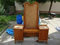 Starožitná toaletka dřevo pěkné na renovaci 1.Rep